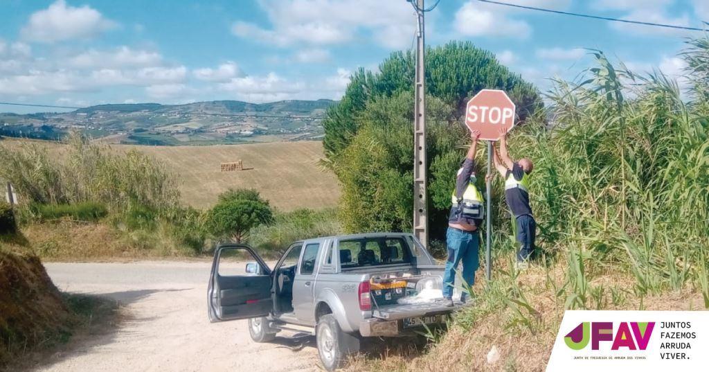 Junta instala novos sinais de trânsito