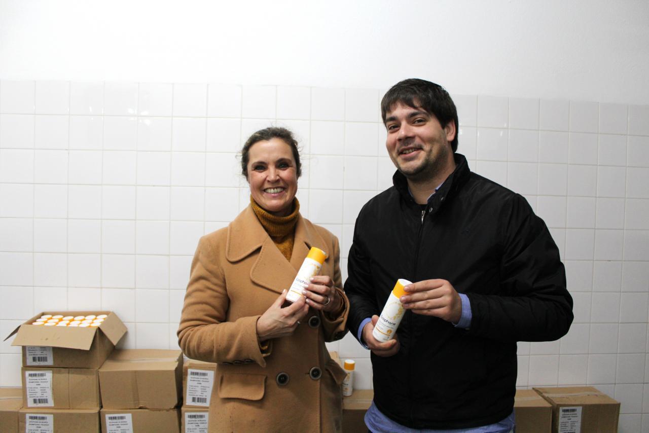 Executivo entrega 1.000 champôs à Loja Social de Arruda