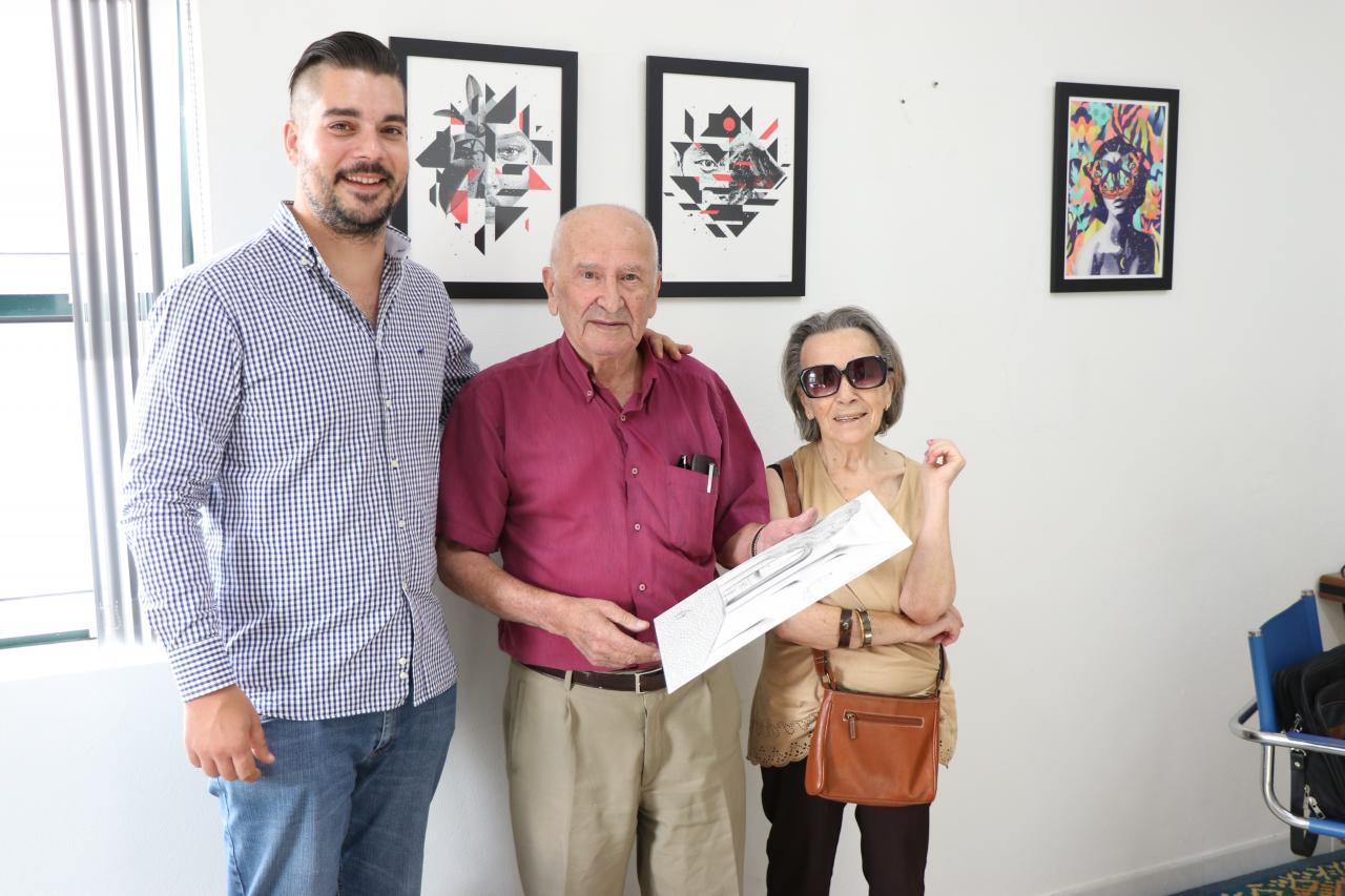 Artista Rui Matos oferece obras à Junta de Arruda